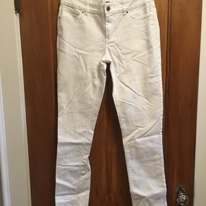 WHITE HOUSE BLACK MARKET white slim jeans -6-NWT!